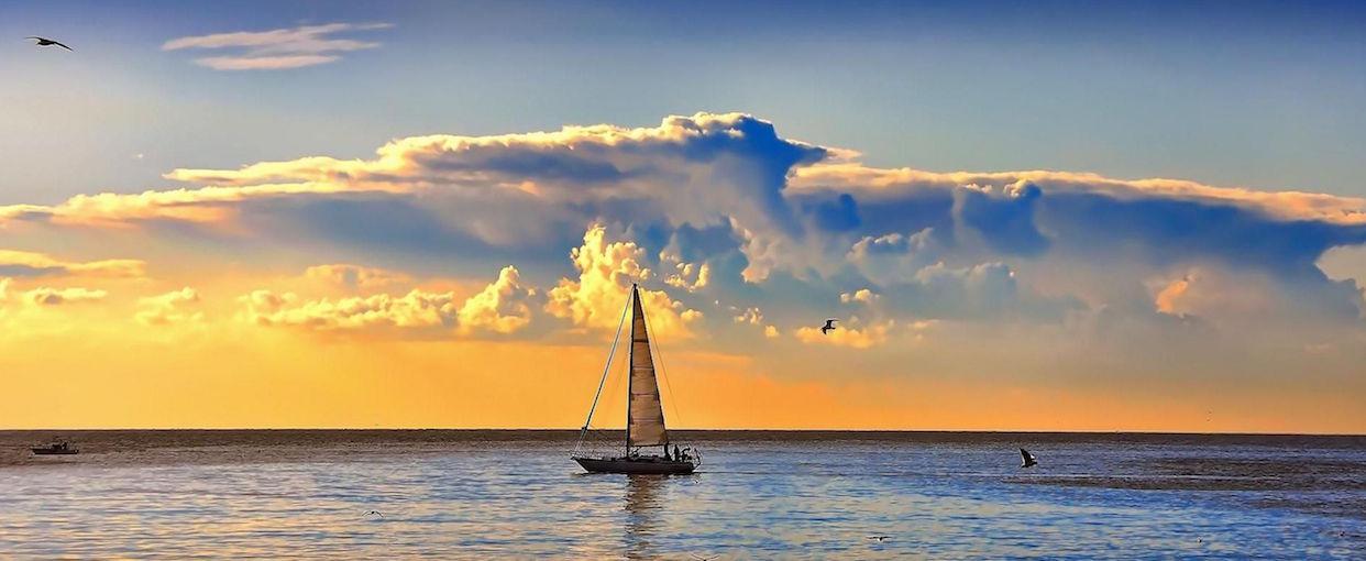 barca-sul-mare-nuvole-163748