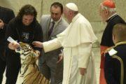 Il Papa agli artisti di strada:  seminate bellezza in un mondo cupo