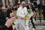 Il Papa: misericordia è «eccesso di Dio»