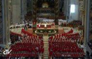 Il Papa: «Preghiera via d'uscita dalle chiusure»