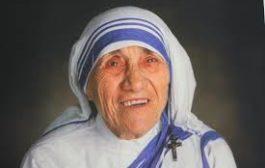 Madre Teresa è Santa. Il Papa: ha amato tutti, dai non nati agli scartati