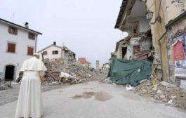 """Papa Francesco nei luoghi del sisma: """"Non volevo dare fastidio, ma esserevicino"""""""