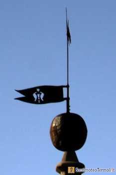 La banderuola sulla guglia