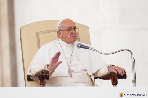 Il Papa: riscoprire il battesimo, senza divisioni