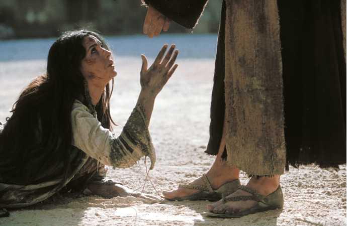La peccatrice, chiamata donna da Gesù, come la Madre Immacolata