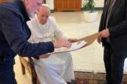 """Consegnato a Papa Francesco il fotolibro sul Pellegrinaggio del Corpo di San Timoteo: """"Ravviva il dono di Dio che è in te"""""""